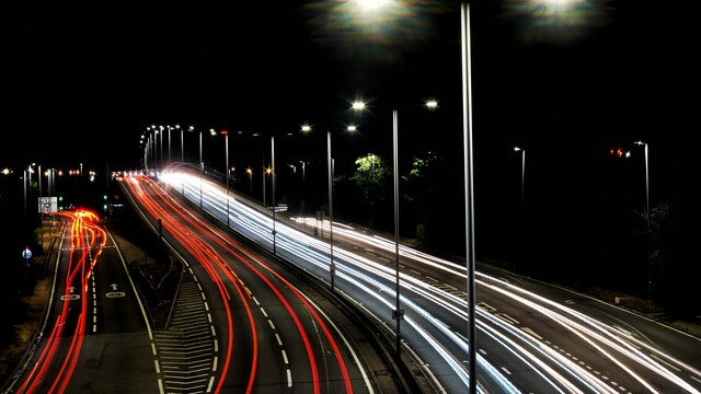Lái xe trên cao tốc